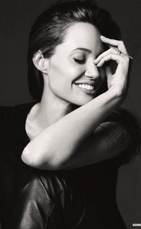 angelina-jolie.com Elle-US-Elle-US-2014-016-Angelina-Jolie-S72692bc66cdca2c8c328186e521d1ba2