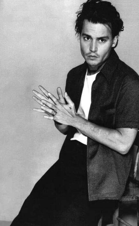 buzzfeed.com 20-Pictures-Of-Johnny-Depp-To-Get-You-Through52fa36927b0fd4b1a88395278776873f